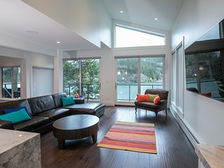 Luxury 5 bedroom Lakefront contemporary home, Whistler