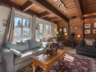 2BR, 1.5BA Rustic South Lake Tahoe Cabin with Hot Tub and Lush Yard