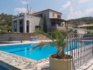 Luxury Villa with private pool and hot tub, breathtaking views, Kalamata