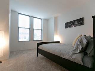 Luxury Boston 1BR w/ Large Living Room and Den, Somerville