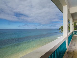 Sunset Paradise Beachfront Villas: Villa 2 Upper