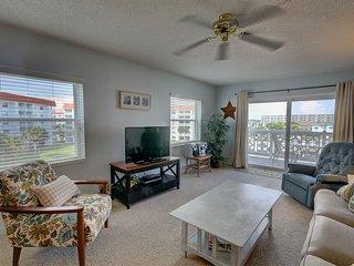Gulf View Condo w/Private Balcony, Pool, Private Beach Access, & More!