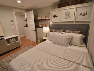 Boston, New Beautiful chic  3BR 3BA apt. sleeps 7 (M1G)