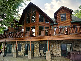 Mountain View Lodge - Ski Chalet, McHenry