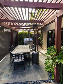 Outdoor Dinning Area with BBQ