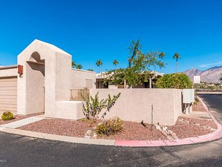 Newer home in Central Tucson with enclosed garage and community pool