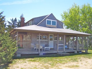 Secluded Cape Cottage, 3-5 min walk to Beach:061-O