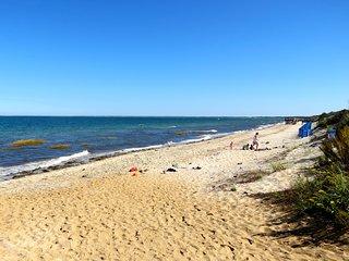 Roomy, Bright Home 4 Minute Walk to Beach--047-B