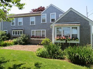 Classic Chatham Charm, walk to beach & town: 156-C