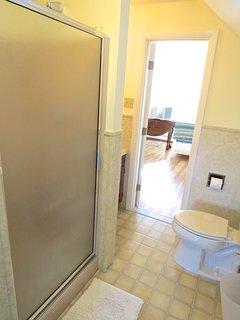 Full bathroom on the second floor.