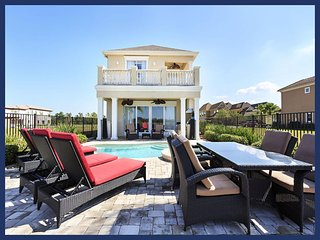 5 Bedroom 4.5 bath with water views, private pool and games room, Reunión