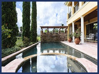 Incredible 6 bed home with amazing pool and spa. One of the best!!!!, Reunión