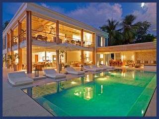 Stunning 5 Bed Home with Private Infinity Pool, The Garden