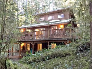 Snowline Cabin #6 - A HOME AWAY FROM HOME WITH A HOT TUB - NOW HAS WI-FI