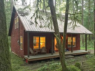 Glacier Springs Cabin #12 - With a covered porch...sweet!