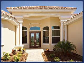 Single family, lovely vacation rental- Summer kitchen- Large pool- Lake views- 4 bedroom home, Cape Coral