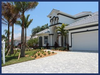 2013 completed beautiful Villa-Illuminated pool-Luxury furnishings-Bar-Boating dock-5 bedrooms, Saint James City