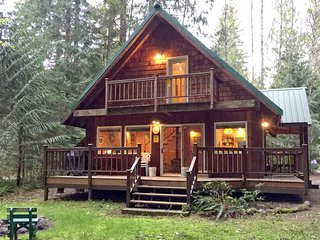 Mt. Baker Rim Family Cabin #32-WOODSTOVE, DVD, BBQ, WASHER/DRYER, PETS OK, SLP-7