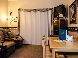 Snowline Lodge Family Condo #33- KITCHENETTE, SHARED WIFI, FULL BATH, DVD, SLP-6