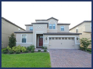 Professionally decorated, striking 7 bedroom rental, Championsgate- Games room- Private pool, Loughman