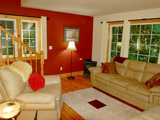 Snowline Cabin #34 - Great English Tudor-style home with private hot tub!