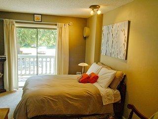 Snowline Lodge - Condo #37 - A very cute condo - close to the mountain!  Wi-Fi!
