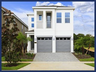 Spacious, stylish, Modern luxury 5 bedroom pool home perfect for family trip to Orlando, Loughman