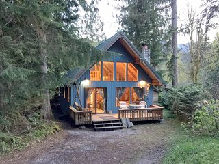 Mt Baker Rim Family Cabin #53- HOT TUB, BBQ, WIFI*, D/W, WASHER/DRYER, SLEEPS-6!