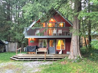 63MBR Pet Friendly Ski Chalet near Mt. Baker has WiFi, Glacier