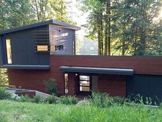 83MF Spectacular Dream Home overlooking Silver Lake, Maple Falls