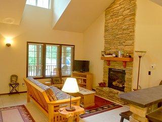 Glacier Springs Cabin #89 - Cedar and Log Cabin! Private Hot Tub and Wi-Fi!