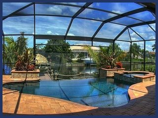 3 bedroom Cape Coral luxury villa- Amazing Swimming pool- Tiki Hut- Boat Dock- Beautiful views, Matlacha