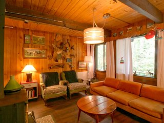 Snowline Cabin #73 - Rustic Escape for You and Fido!