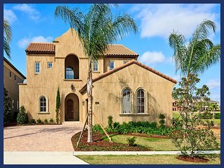Beautiful Family Home with Pool, 6 Miles to Disney, Reunion