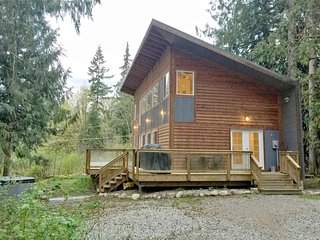 58MBR Beautifully Designed Cabin near Mt. Baker has WiFi, Glacier