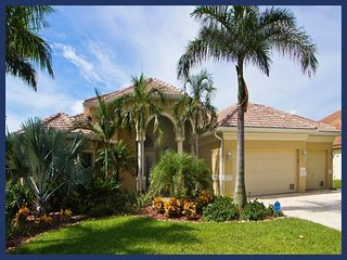 Fabulous waterfront villa-Electric/solar pool-Situated on canal-Gulf access-4 bedrooms-Pet friendly, Cape Coral