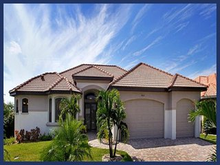 Amazing Waterfront Family Home - Private Pool, Spa, Cape Coral