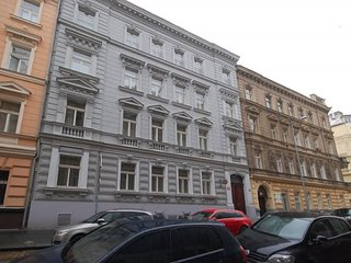 Prague, furnished apartment for rent 3 + kk (96 m2)