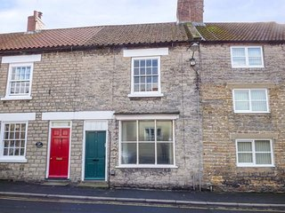 BRAMBLE COTTAGE, terraced, woodburner, pet-friendly, in Kirkbymoorside, Ref