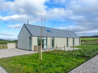 MCKINLEY COTTAGE, all ground floor, woodburning stove, pet-friendly, Rothesay, Ref 945136