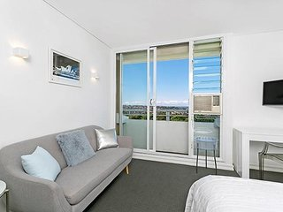 Fantastic Harbor Views, Ultra Convenient Studio MP614, Cremorne