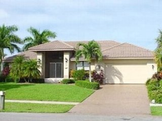 Luxury Marco Island Home with Fantastic Canal and Sunset View, Isla Marco