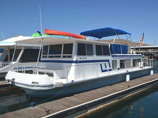 The Houseboat - 2 bedroom, 1 bath home docked