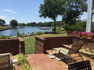 1st Floor Lake Norman Condo 3 BR/2 BA - Poolside  & Includes Boatslip!