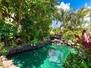 April Special. $499/NT~Heated Pool~Ocean & Mountain Views~Steps to Beach!