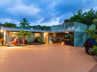 Spring Special $899/NT~House & Cottage~Pool~Hot Tub~Steps to Amazing Beach!