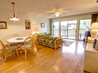 Hibiscus Resort - H304, Garden View, 2BR/2BTH, 3 Pools, Wifi, St. Augustine