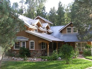 Magnificent Family Home with privacy, 10 minutes from downtown Durango!