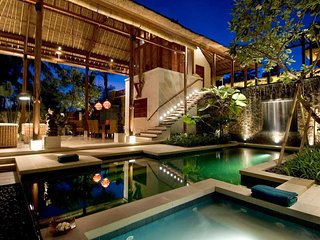 Ethnic & Luxury! 3 BDR Jungle Villa in Ubud!