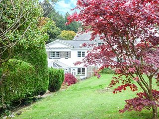 JARRAH, rural peaceful location, garden with patio and barbecue, WiFi, Muddiford near Barnstaple, Ref 920796